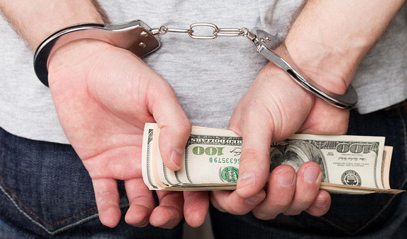 """עבודות שירות ומאסר ע""""ת על שוחד: ביהמ""""ש מחמיר בעבירות צווארון לבן"""